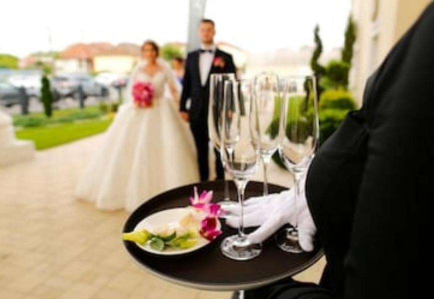 Cyrille Evènementiel Wedding Planner officiante de cérémonie.